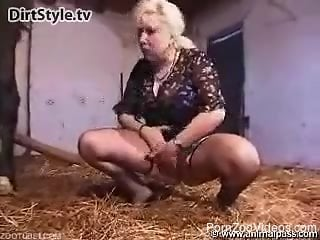 Busty mature feels like fucking with the horse in brutal manners